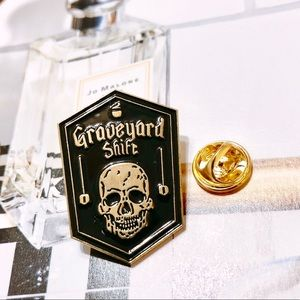 Jewelry - Cool Skull Skeleton Enamel Label Pin